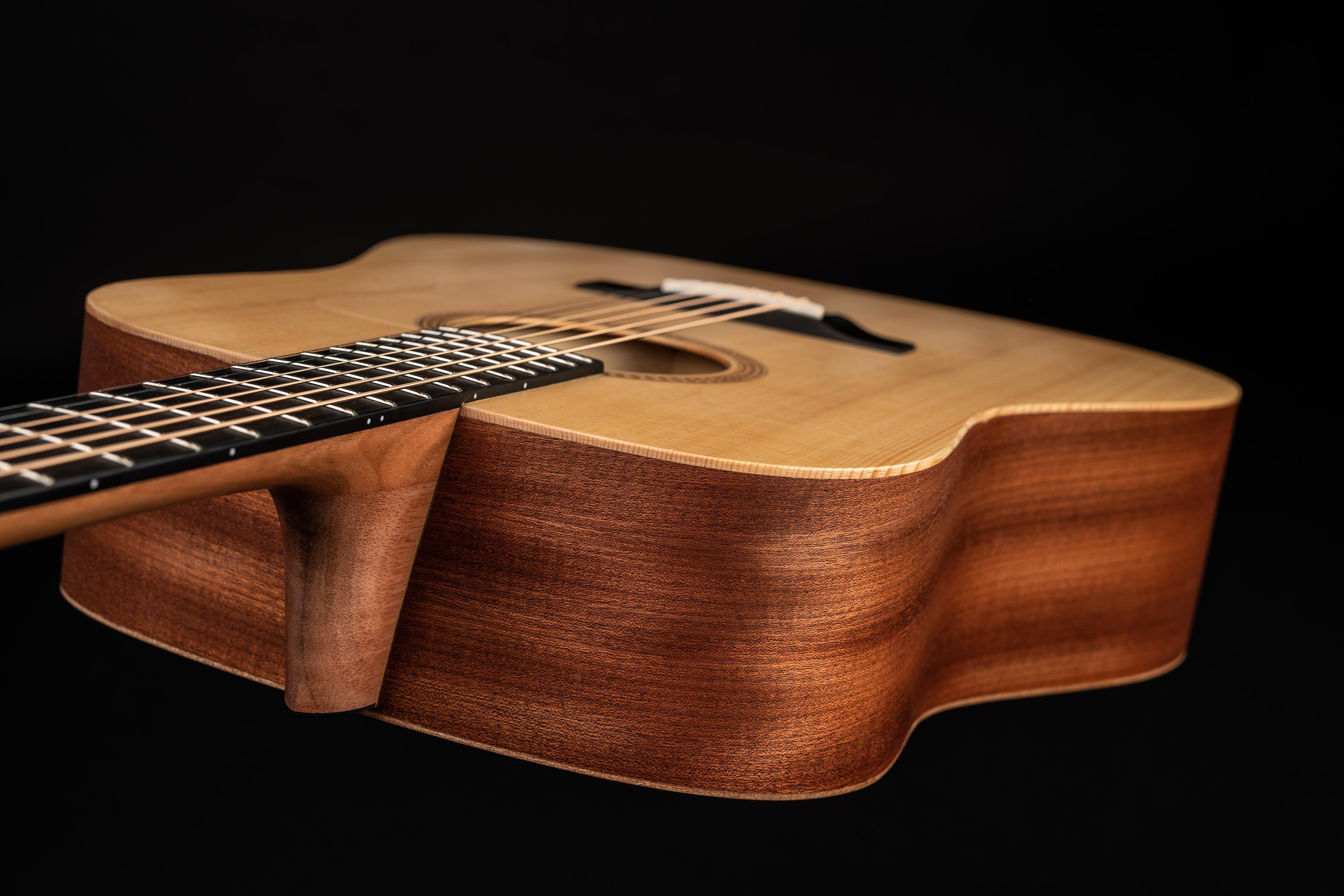 Dowina Puella Guitar